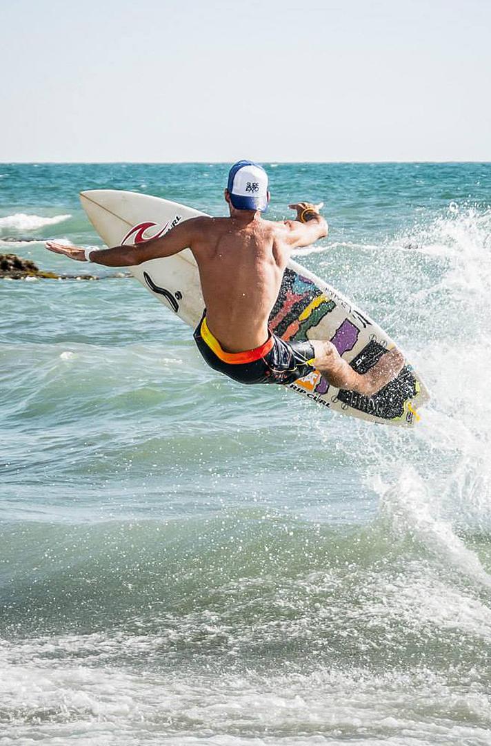 Surfing in Banzai Beach